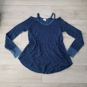 Neely Cold Shoulder Thermal Top